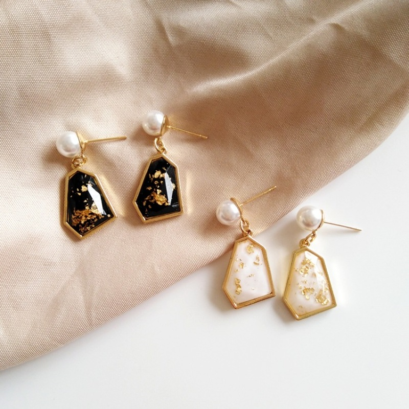 French Vintage Court Style Beautiful Gold Foil Irregular Geometry Clip Earrings Fashion Temperament Ladies Jewelry Accessories