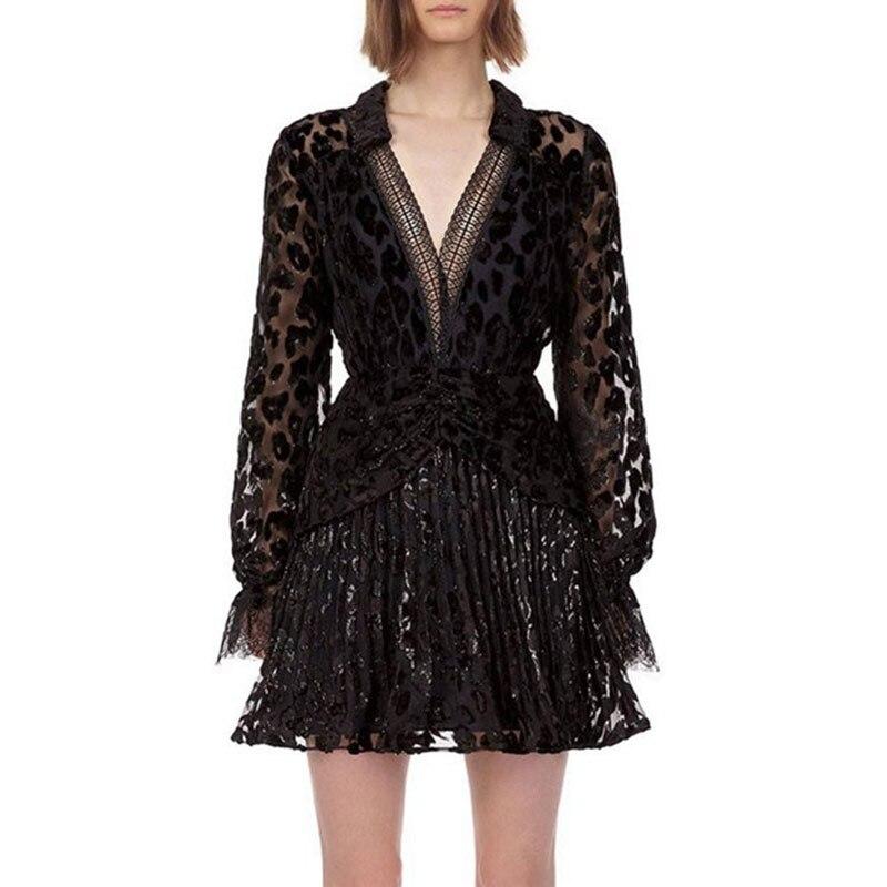 Sexy pure petite robe noire 2019 automne col en V à manches longues voir à travers la dentelle robe femmes en mousseline de soie plissée Mini tunique robe robes