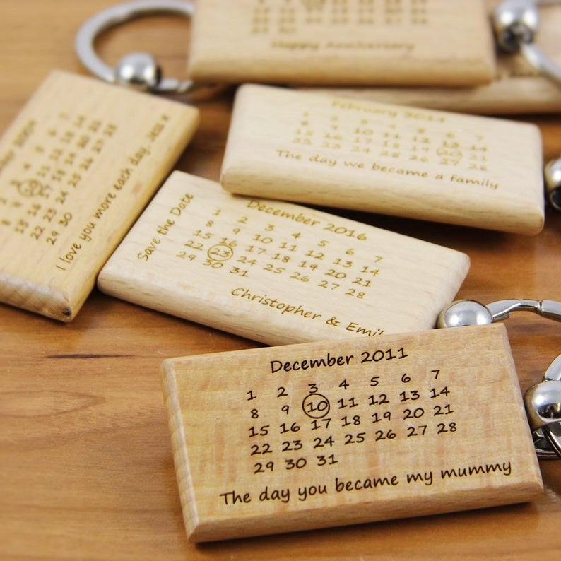 1pcs Christmas Gift Personalized wooden keychain calendar anniversary gift custom engraved keychains gift for him image