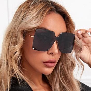 Fashion Square Sunglasses Women Brand Designer 2021 Trend New Alloy Frame Oversize Gradient Sun Glasses Shades For Women Elegant stylish golden alloy leg matte black frame sunglasses for women