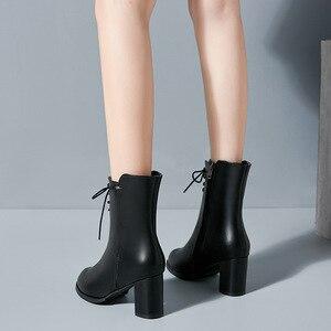 Image 4 - Classics Fashion Vrouwen Mid Kuit Laarzen Cross gebonden Solid Vintage Winter Laarzen Ronde Neus Med Plus Size Schoenen