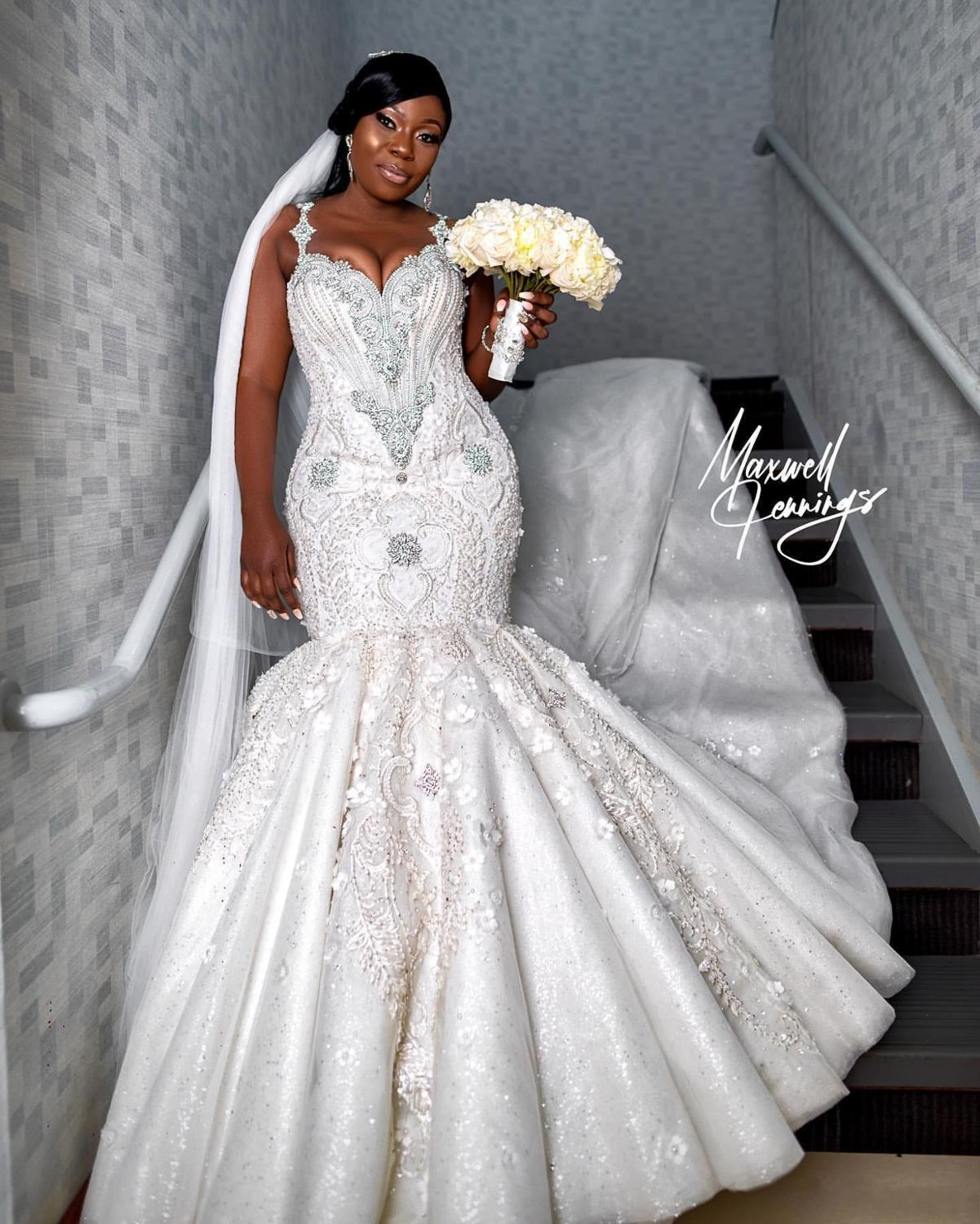 2020 Luxury Spaghetti Crystal Beaded Mermaid Wedding Dresses Sexy African Plus Size Open Back Lace Appliqued Bridal Gown