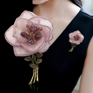 Korean Yarn Fabric Flower Brooch Pin Metal Crystal Lapel Pins Shirt Dress Corsage Trendy Jewelry Brooches for Women Accessories