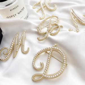 Suit Brooch Jewelry-Accessories Sweater Letter Pearl Metal Vintage Fashion Women Korea