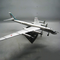 1/144 Scale RUSSIA Ukraine TY-95 TU-95 Bear Bomber Aircraft With base Diecast Metal Military Plane Model Displays Collections