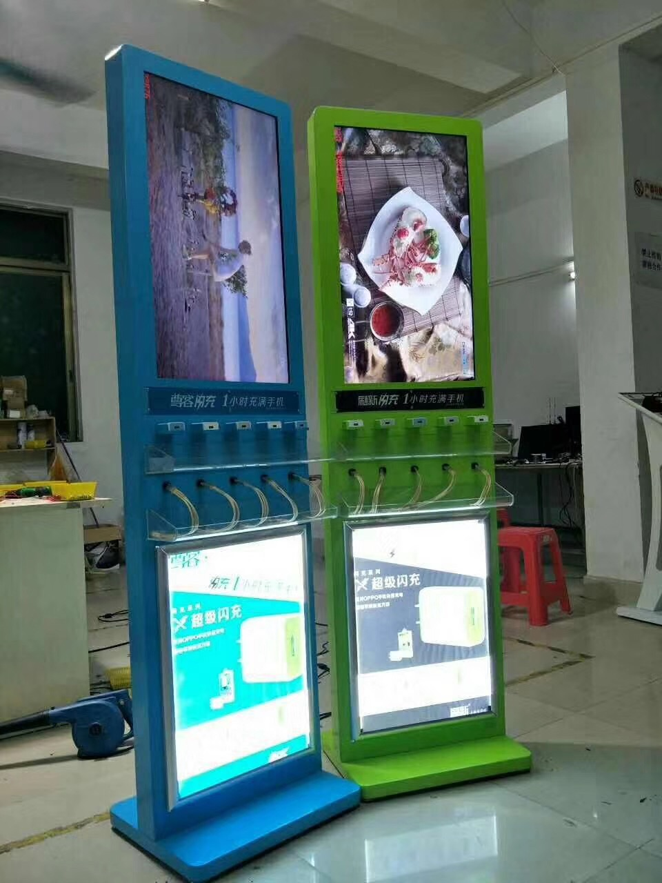 Touch Screen Self Service Vending Signage Kiosk For Mobile Phone Cellphones Charging