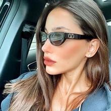 Vintage Sexy Lady kwadratowe okulary kobiety moda luksusowa marka projekt podróży Hip Hop mała ramka okulary przeciwsłoneczne dla kobiet UV400 tanie tanio TOYEARN CN (pochodzenie) WOMEN Z tworzywa sztucznego SQUARE Adult Gradient Fotochromowe 32mm P9224 52mm 100 UV400 Protection Against Harmful UVA U