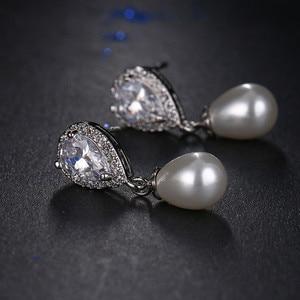 Image 2 - Luxe Vrouwelijke Dames Stone Stud Oorbellen Elegante Bruid Bruiloft Oorbellen Mode Zilveren Kleur Dubbele Parel Oorbellen Voor Vrouwen