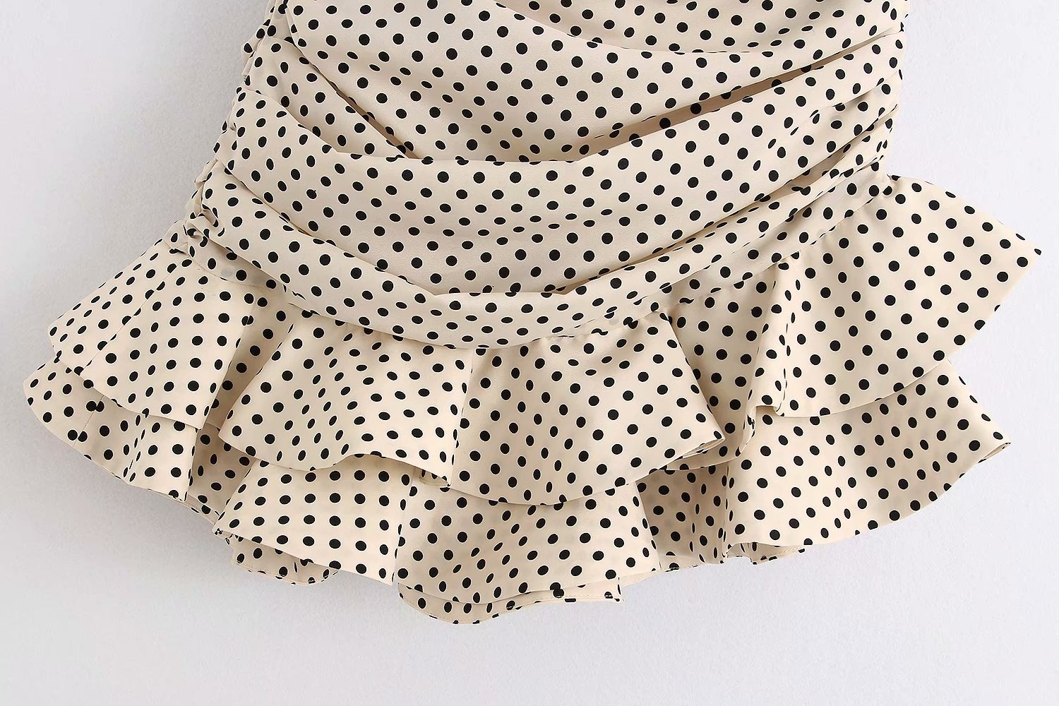 2020 new women summer vanilla polka dot High-waisted mini skirt Ruching detail Ruffled hem Back hidden in-seam zip closure skirt