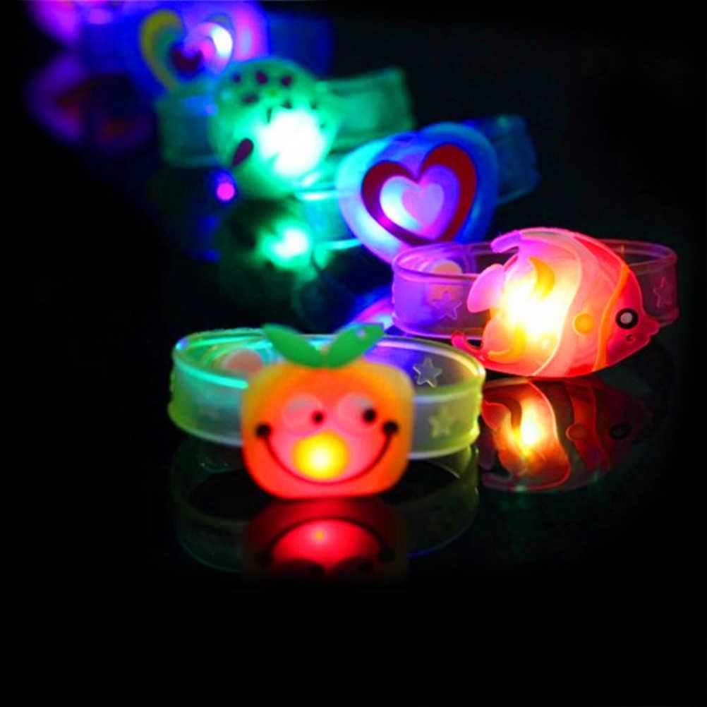 1pcs צבעוני LED שעון צעצוע בני בנות פלאש להקת יד זוהר זוהר צמידי Cartoon LED לילה אור חג המולד המפלגה קישוט