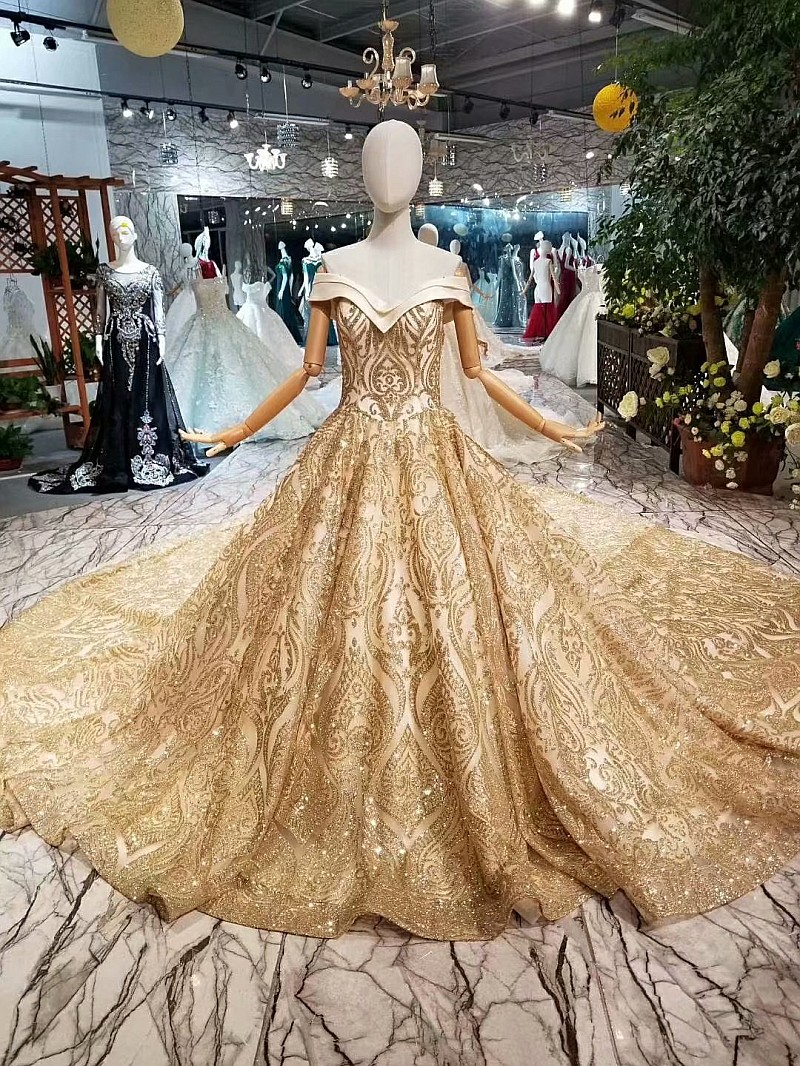 Off The Shoulder Sparkly Gold Prom Dresses Luxurious Vestido De Fiesta Dubai Arabic Women Evening Dress With 200 Long Tail