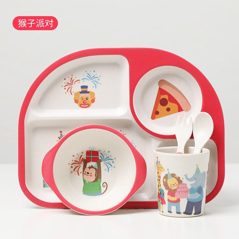 bonito dos desenhos animados bebe alimentacao 02