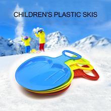 Дети Открытый Зима Парк Газон Снег Сани Сани Тобогган Спорт Лыжи Доска