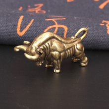 Retro Creative Home Decoration Brass Wall Street Bull Keychain Pendant Accessories Copper Bullfighting Gift Mininature Figurines