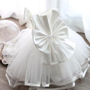 Платье для крещения новорожденных девочек, белая праздничная одежда для первого дня рождения, милое платье без рукавов для крестин