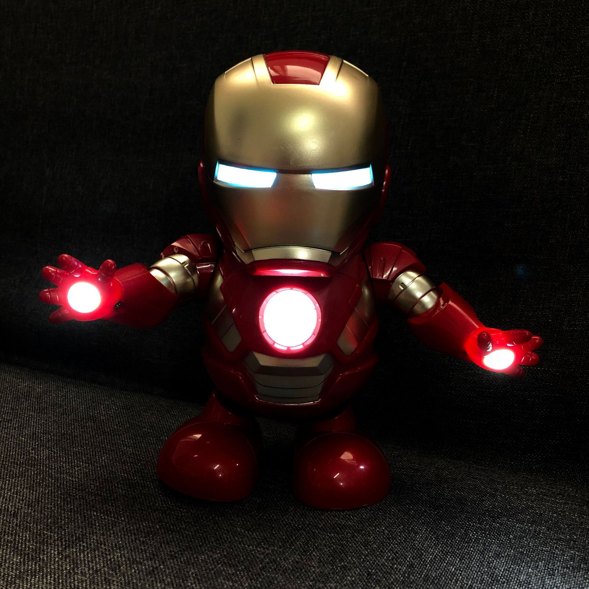Avenger Hero Union Iron And Steel Cyborg Dancing Robot Light Electric Music Toy Chinese Translation