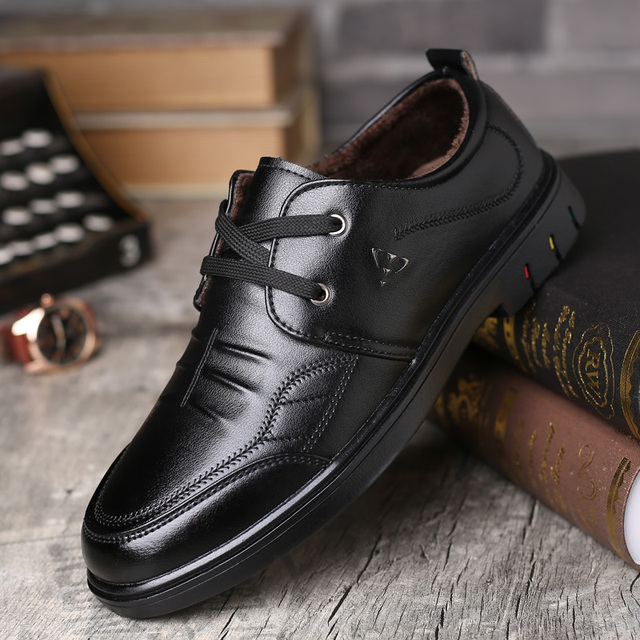 Suede Leather Designer Vintage Sneakers Men British Style LowTop Casual Flat Shoes Fur Plush Lace Up Wild Casual Tide Shoes *820