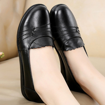Plus Size 41/42 Female Flats Genuine Leather Shoes Mom Loafers Casual Shoes Women Loafers Slip On Shoes For Woman Black Flats 2017 summer women s casual shoes genuine leather woman flats slip on femal loafers lady boat shoe big size 35 44 in 8 colors