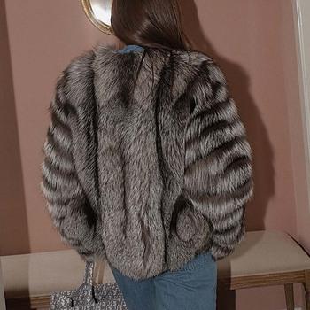 BFFUR 2020 nowy zimowy płaszcz z prawdziwego futra kobiety moda Silver Fox Ins Natural color luksusowe paski Cut rękawy płaszcz panie ulicy tanie i dobre opinie CN (pochodzenie) Zima Futro futro lisa STREETWEAR Grube ciepłe futro Dla osób w wieku 18-35 lat V-neck Guzik obleczony