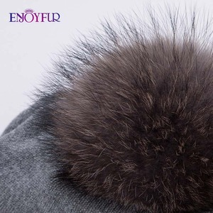 Image 5 - Kadın kış şapka yün örme kasketleri kap gerçek doğal tilki kürk ponpon şapkalar katı renkler gorros kap kadın rahat şapka