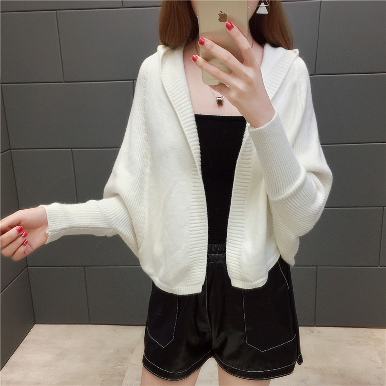 2019 Free send New style Korean loose and comfortable Autumn women Cardigan Sleeve of bat Hooded Sweater coat 148