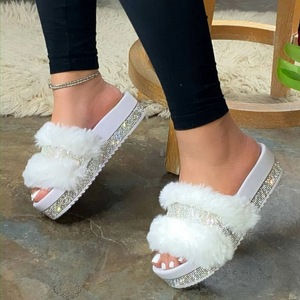 Fluffy Slippers Furry Slides Rhinestone Platform Luxury Women Sandals Low Heel Thick Sole Candy Colors Summer Slides Ladies