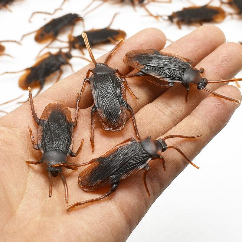 12pcs Funny Fake Cockroach Halloween Decoration Jokes Pranks Maker Fun Novelty Tricks Simulation False Cockroach Toys