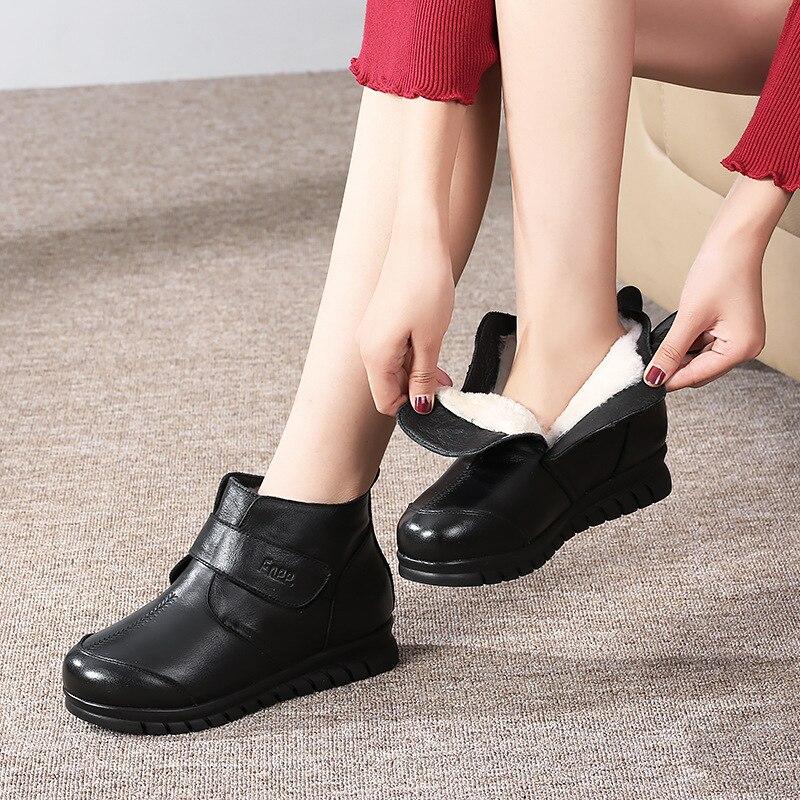 Anne pamuk yastıklı ayakkabılar kadın kış sıcak fırçalanmış ve kalın yaşlı kaymaz hakiki deri büyükanne kar çizmeler kürk kısa Boo title=