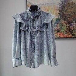 Женская рубашка из мягкой джинсовой ткани с оборками