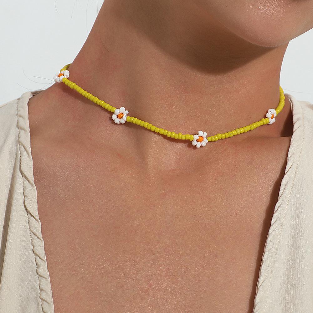 2020 New Korea Lovely Daisy Flowers collana girocollo corta con perline colorate per gioielli da donna 1