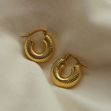 2021 Nieuwe Sieraden 18K Vergulde Milieuvriendelijke Rvs Vintage Schroef Textuur Kleine Chunky Gold Hoop Earring Voor Vrouwen