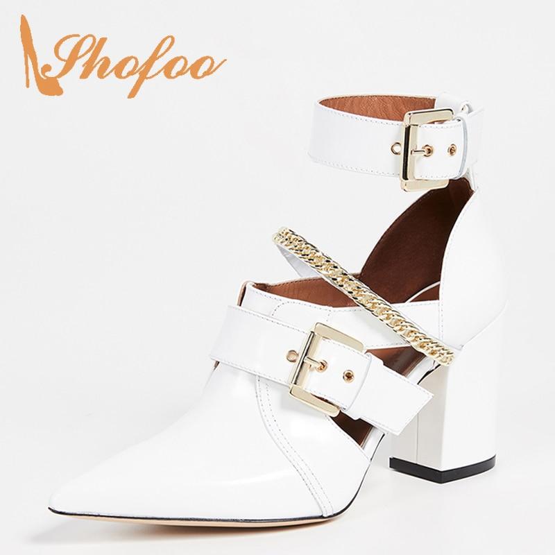 Белые ботильоны с ремешком и пряжкой; женская летняя обувь в стиле панк с цепочкой на высоком массивном каблуке с острым носком; модные ботинки; большие размеры 15 16