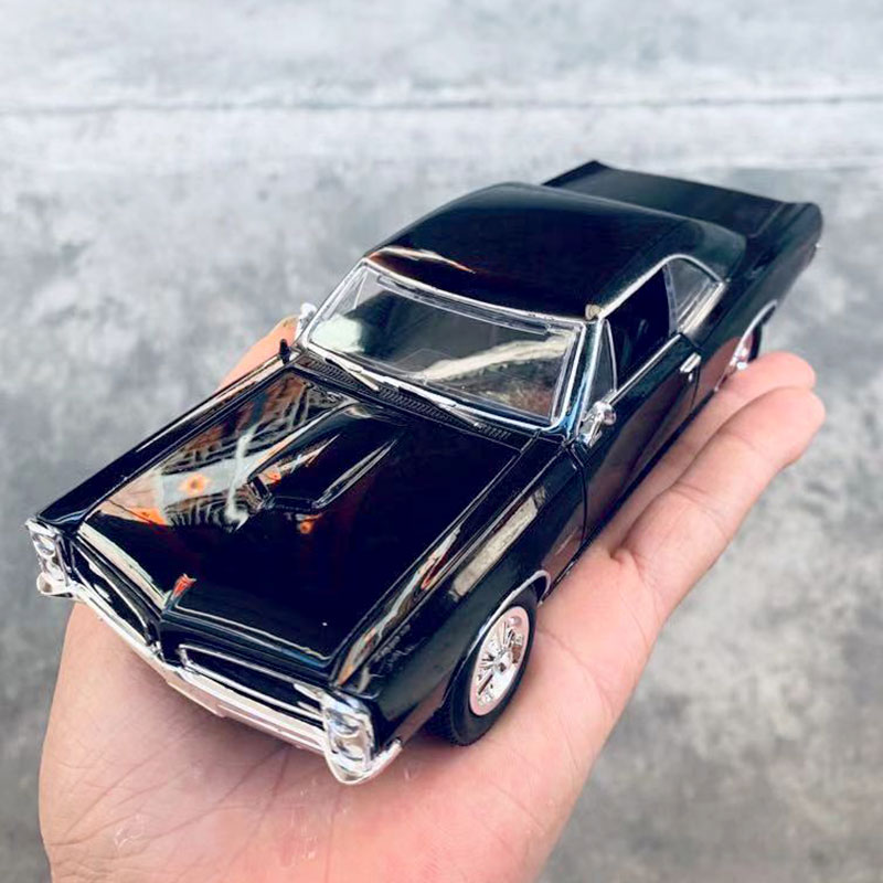 1/24 Scale Classic USA Pontiac GTO 21cm Length Diecast Metal Car Model Toy For Collection,Gift,Kids,Decoration