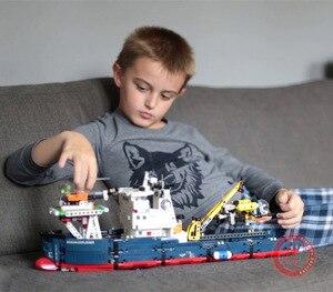 Image 1 - Nowy 2 w 1 Transformable Technic Ship Fit Technic statek łódź helikopter miasto samolot klocki budowlane zabawki Kid