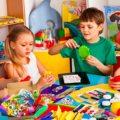 DIY Kunst Handwerk Sets Liefert 1000Pcs für Kinder Kleinkinder Moderne Kid Crafting Kits Enthalten Farbe Filz Glitter Poms Feder tasten