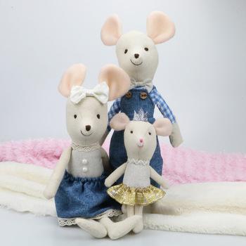 Pluszowa mysz 15 cm Kawaii pluszowe lalki śliczne małe myszy rodziny zabawki wypchane zwierzęta miękka lalka boże narodzenie drzewo wypchane zwierzęta tanie i dobre opinie Boże narodzenie drzewa Tv movie postaci COTTON Pluszowe nano doll NO FIRE 5-7 lat Miękkie i pluszowe LK125640 Unisex
