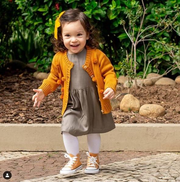1-3 anos da criança da menina do
