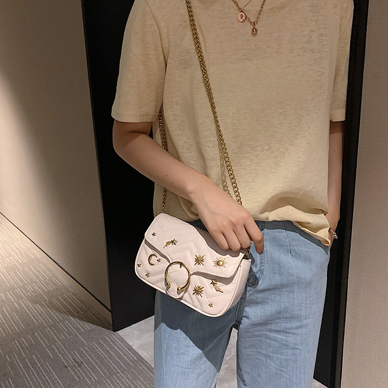 Image 2 - Beautiful girl rivets small crowdsourcing 2019 new fashion single shoulder oblique shoulder texture small chain saddle bag-in Top-Handle Bags from Luggage & Bags