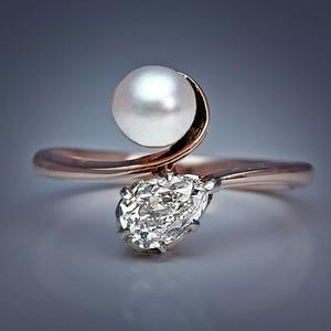 Huitan Elegant Pearl Pear Shape CZ New Design Women Finger Ring Bridal Wedding Engagement Party Ring Romantic Fashion Jewelry