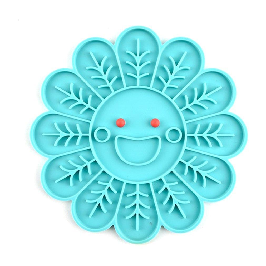 Chien de compagnie alimentation lente bol de nourriture en forme de fleur tapis de distribution plaque d'alimentation Silicone chien Lick Pad sûr non toxique plaque de formation