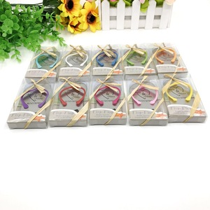 Image 2 - 【Katerose】 맞춤 인쇄 웨딩 오프너 선물 상자 맞춤 다채로운 끈 샌들 맥주 오프너 X 160pcs