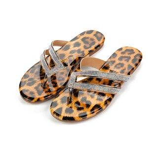 Image 4 - Pzilae strass frauen hausschuhe flip flops sommer kristall bling rutschen frauen schuhe leopard print casual slip auf strand hausschuhe