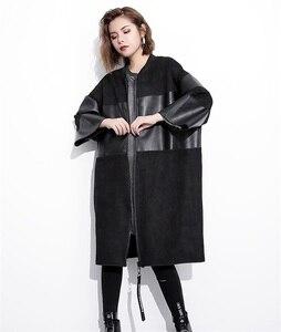 Image 3 - [EAM] หลวมFitสีดำPuหนังSplicedขนาดใหญ่เสื้อใหม่คอยาวแขนยาวผู้หญิงเสื้อแฟชั่นฤดูใบไม้ร่วง2020 JC2530