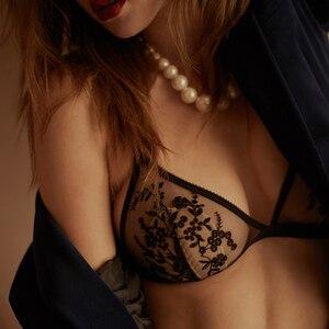 Image 2 - Intimo femminile Set di reggiseni in pizzo ricamato con bretelle Sexy Set di Lingerie semi prospettiva a rete floccata reggiseni a bottone singolo senza urto