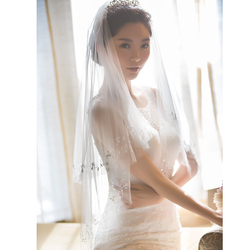 Nueva llegada hecho a mano rebordear velo de novia tul duro dos capas con borde con cuentas velos cortos accesorios de vestido de novia con peine
