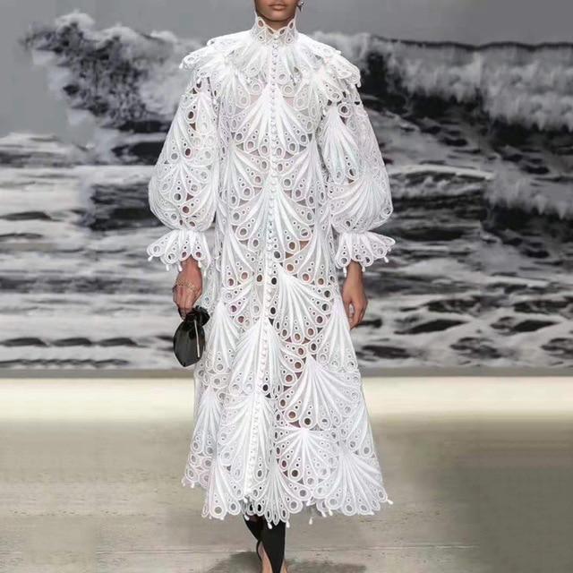 Подиум дизайнер для женщин фонарь рукав выдалбливают Кружева платья осень вышивка оборками Белый Стенд воротник крюк цветок длинное плать...
