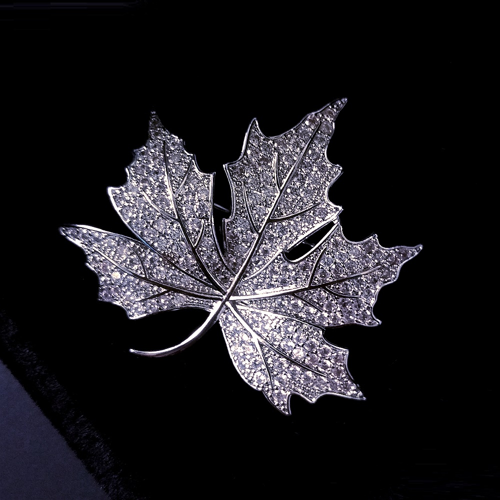 Vintage Canadian Maple Leaf Stylish Micro Pave Crystal Brooch Autumn Jewelry