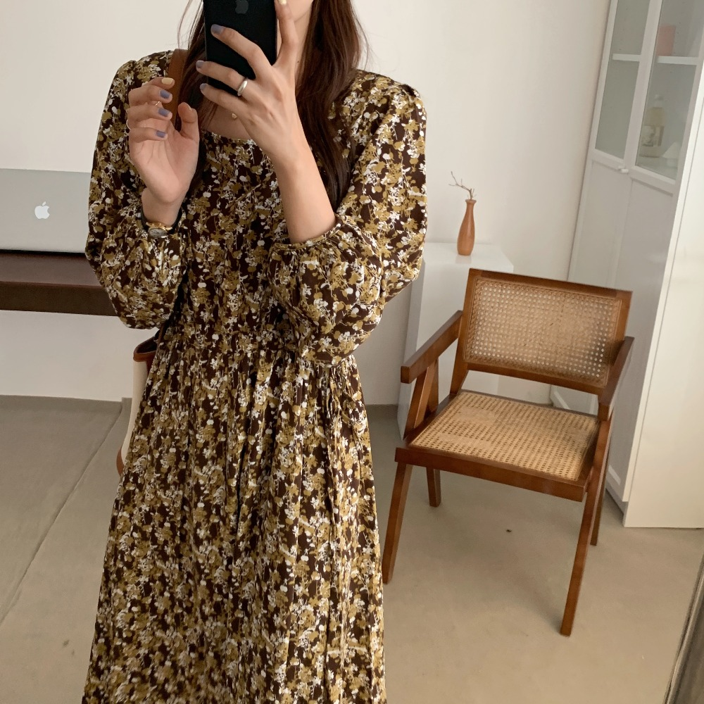 H42b946cde77246c3bb4d7926141935fe7 - Autumn Square Collar Lantern Sleeves Floral Print Midi Dress