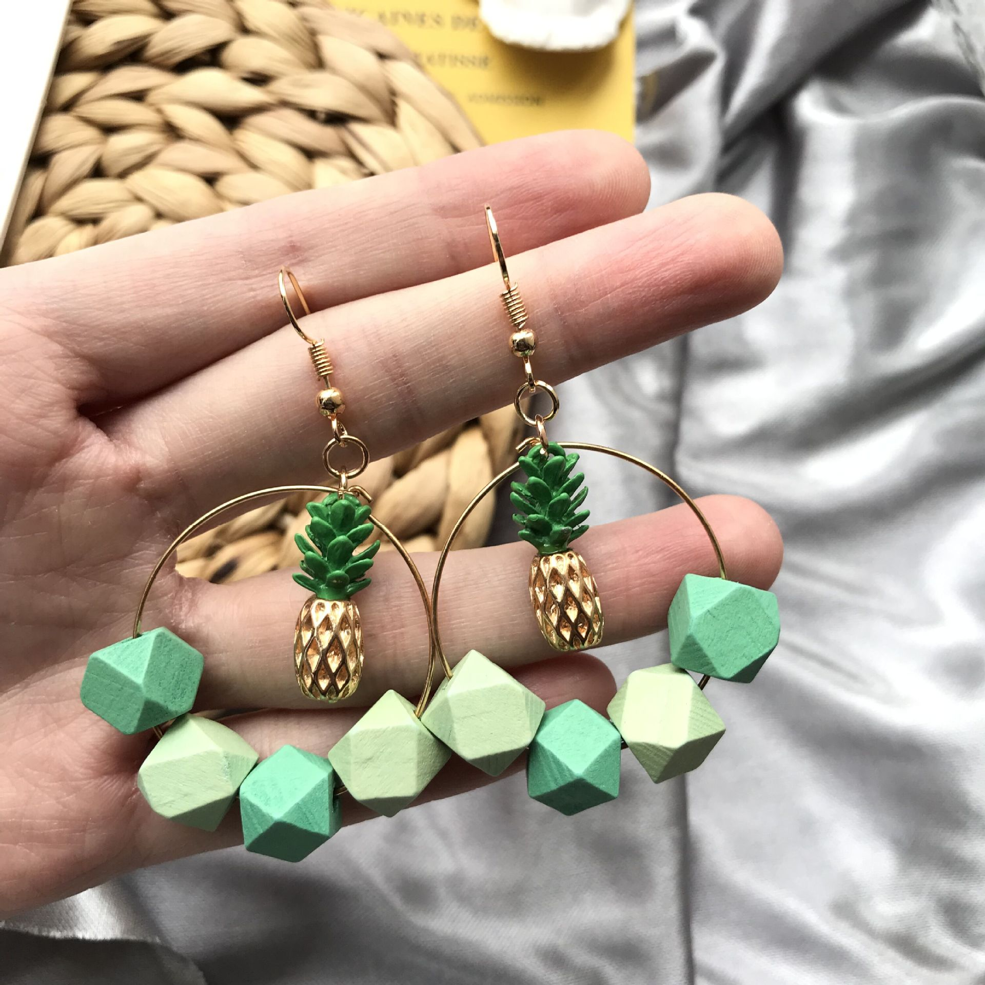 Cute Sweet Fresh Mint Green Hit Color Pineapple Wooden Bead Dangle Drop Earrings Exaggerated Creative Fashion Jewelry Girl Gifts