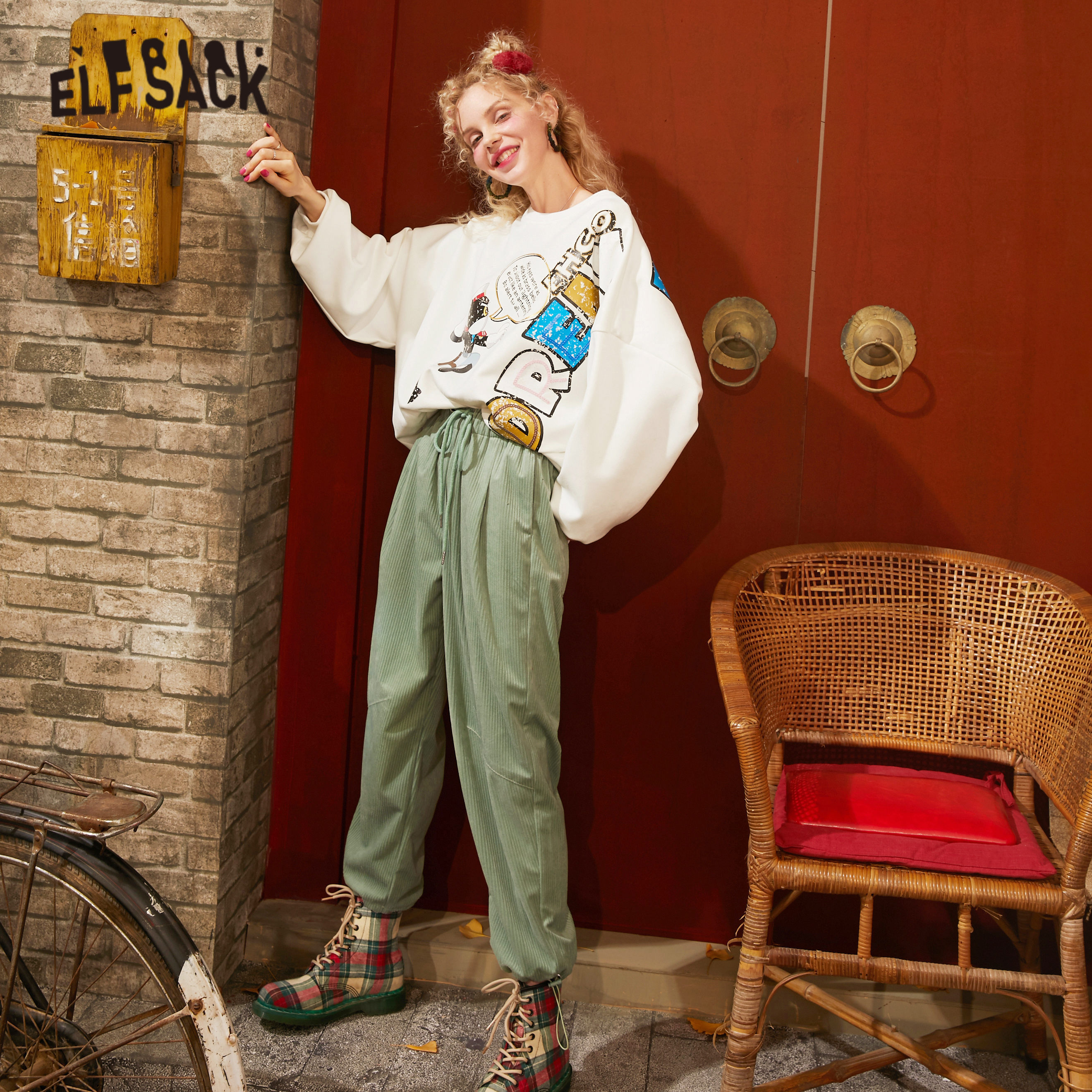 ELFSACK Black Solid Cartoon Applique Corduroy Casual Women Pant 2020 Spring Green Pure Straight Ladies Basic Korean Harem Bottom